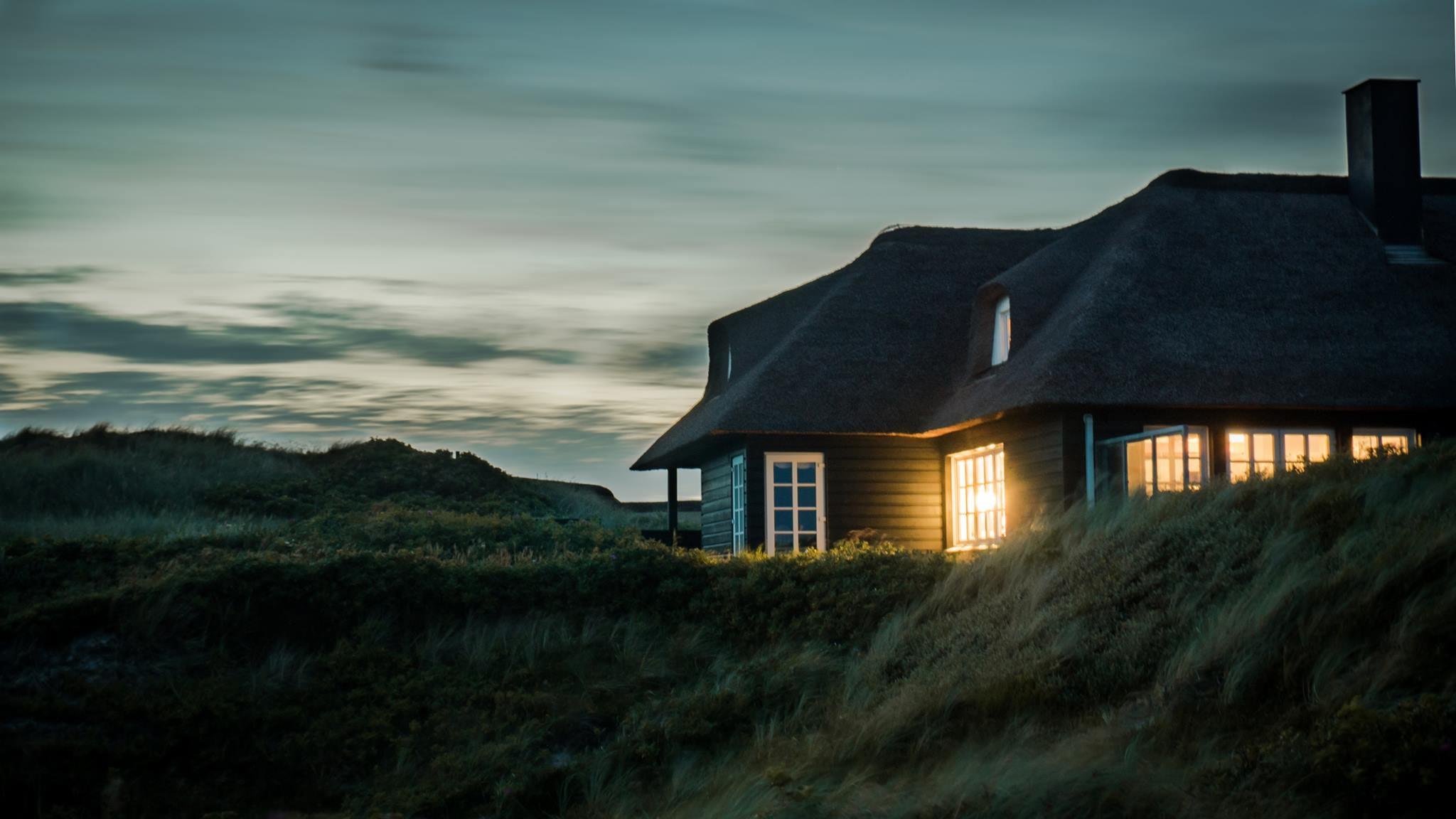 architecture-bungalow-chimney-731082